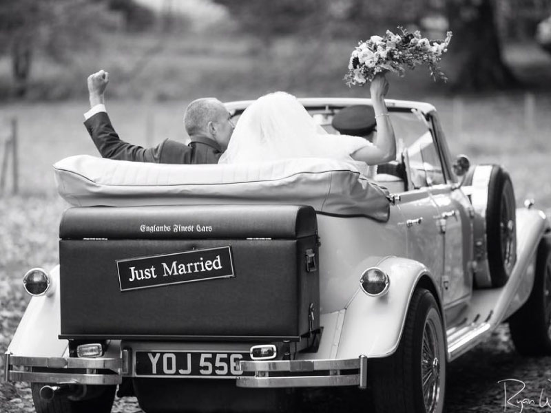 Vintage-ivory-wedding-car-Orchardleigh-Manor-House